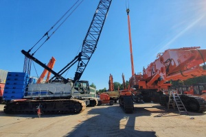EX1200-6 on its way on 10 trucks to the South of France