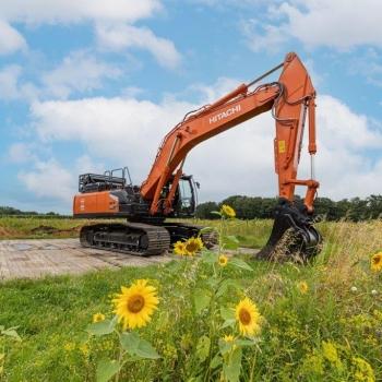 The world's first 37-tonne hydrogen excavator