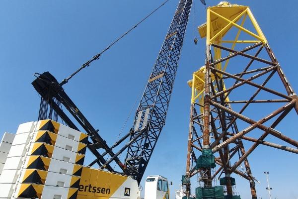 stage IV - Lifting capacity: 275 x 4.3 t x m