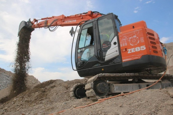 Operating weight: 8.7 t