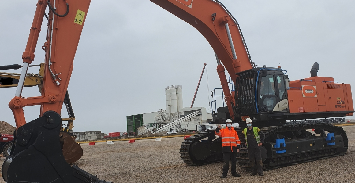 Mounting of ZX870 for Bouygues